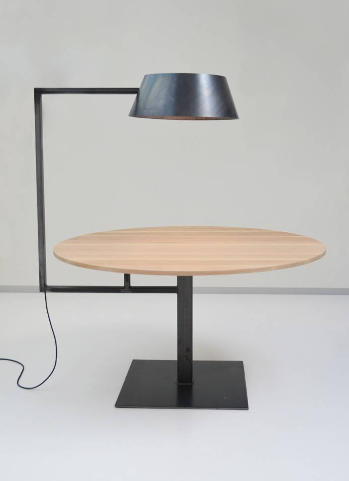 Tafel met lamp Firma 400